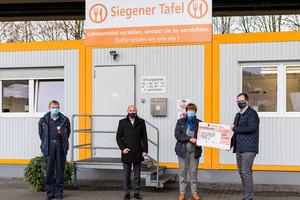 From left to right: Martin Tigges (Siegener Tafel), Marc Rieser (Managing Director, VETTER Krantechnik GmbH), Roswitha Junak-Mößner (1. Chairman of Siegener Tafel) und Oliver Weirich (Head of Human Resources and Finance, VETTER Holding AG)