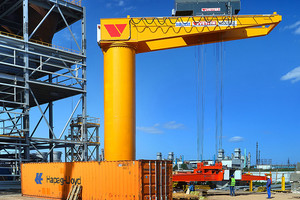 Schwenkkran mit einer Tragkraft von 40 Tonnen für den Containerumschlag