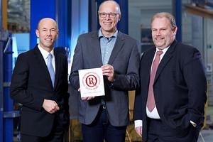 Übergabe Chrystal Award. V.l.n.r. Marc Rieser (Geschäftsführer), Volker Enders (Leiter Qualitätsmanagement), Torsten Viebahn (Technischer Leiter)